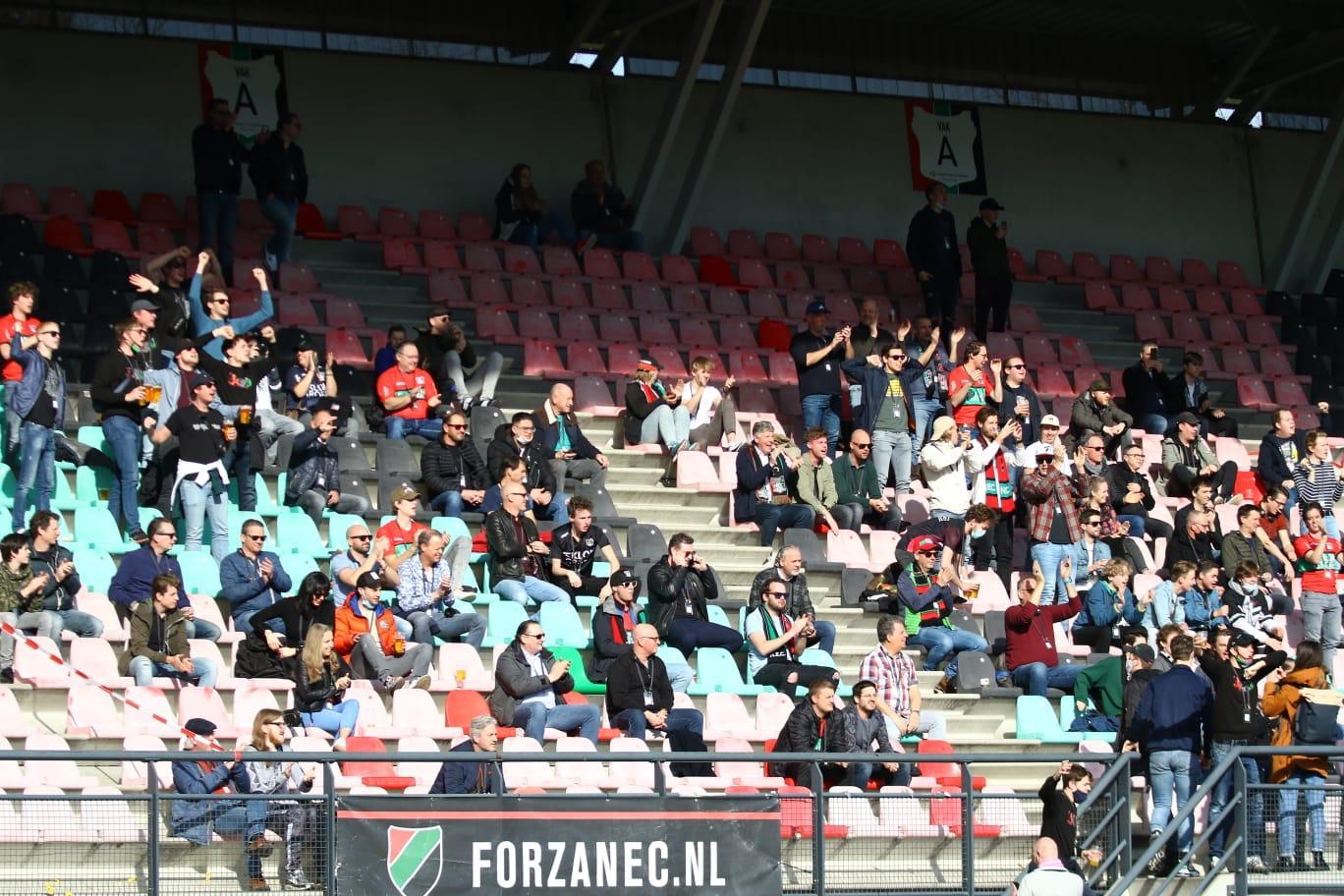 Publiek mogelijk eind april weer welkom in stadions
