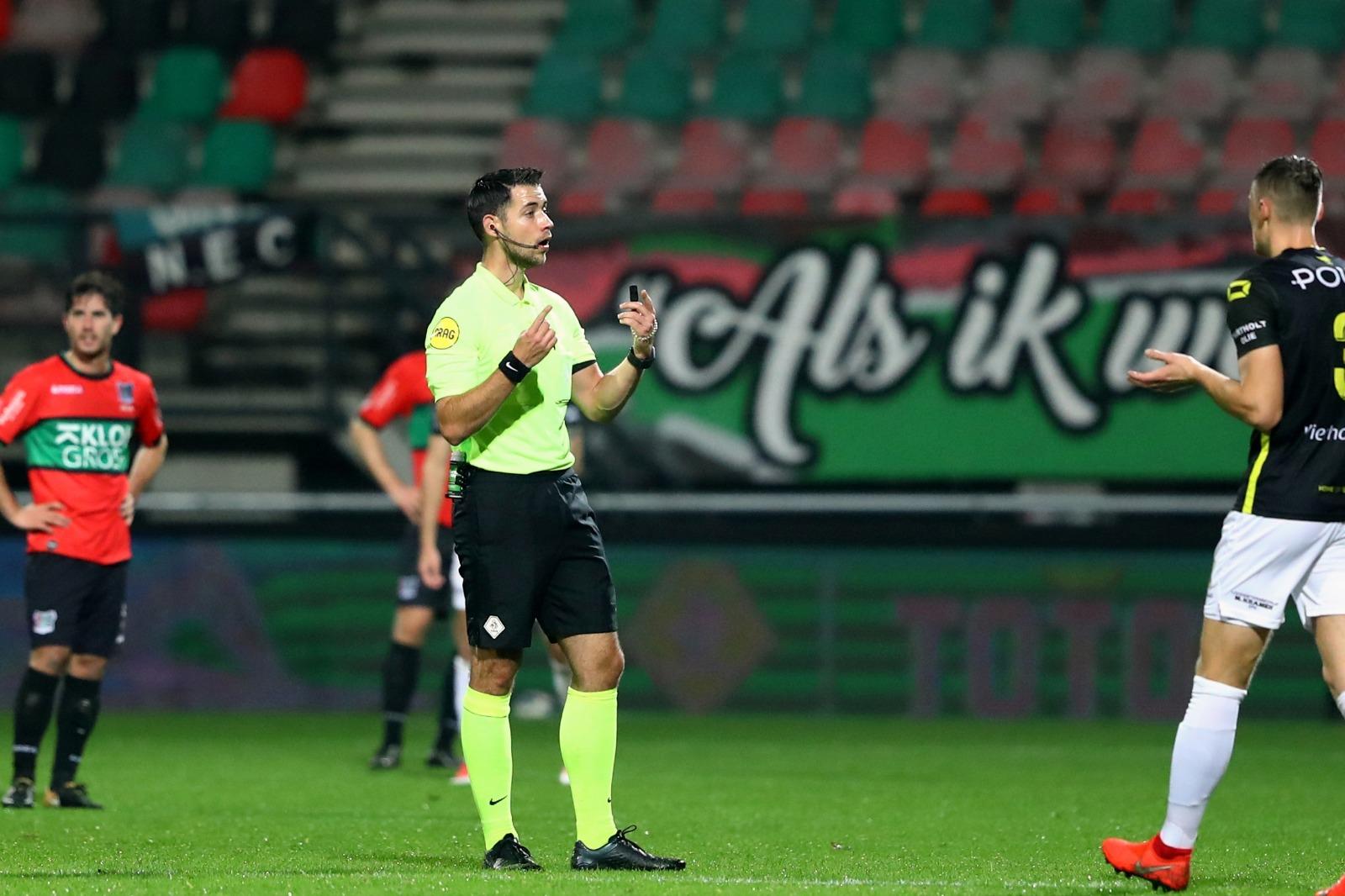 Marc Nagtegaal fluit NEC-FC Utrecht